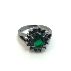 Jewelry - Emerald Green Ring Size 6